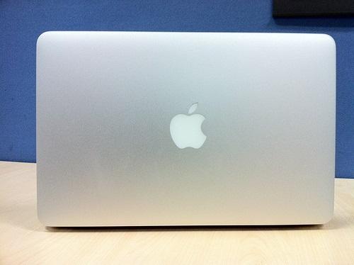 Apple MacBook Air 11-inch MD223HN/A